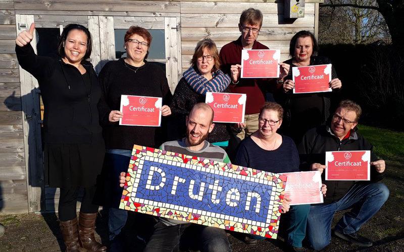 """6 deelnemers halen certificaat training """"geld en administratie"""" in Druten"""